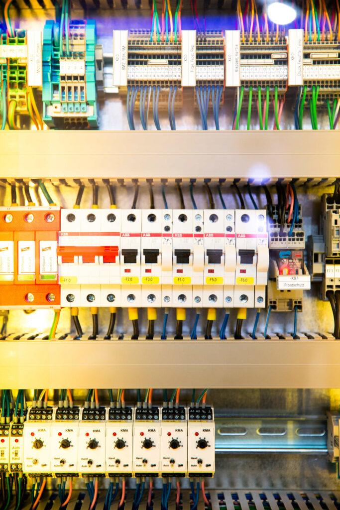 Zumax.co Instalacja elektryczna